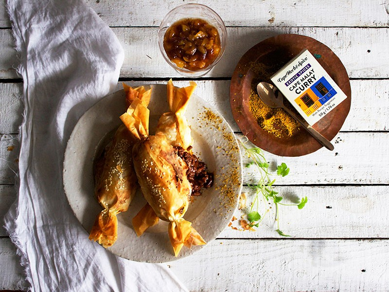 BOBOTIE PHYLLO CRACKERS WITH QUICK DRIED FRUIT CHUTNEY